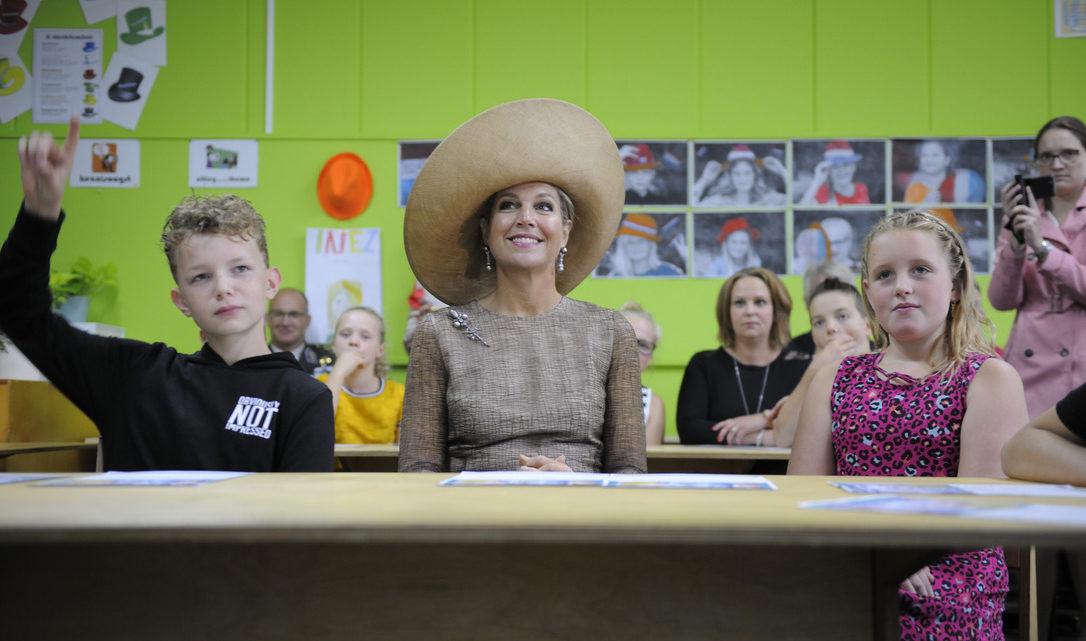 Koningin Máxima voor de klas tijdens AI-les